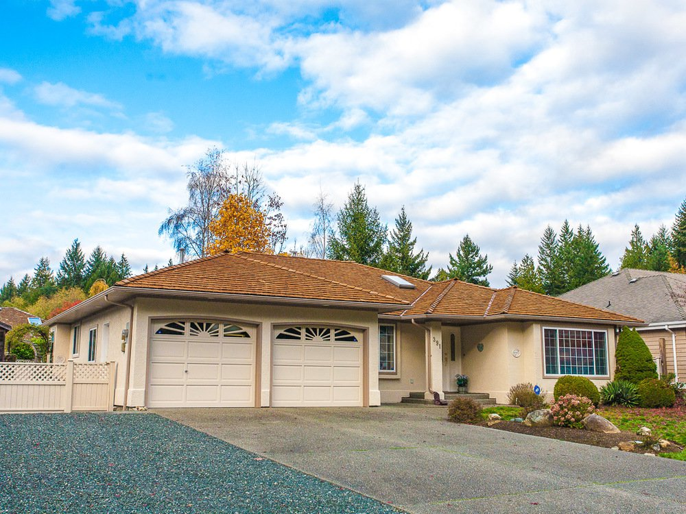 Main Photo: 391 Palm Drive in Qualicum Beach: House for sale : MLS®# 400199