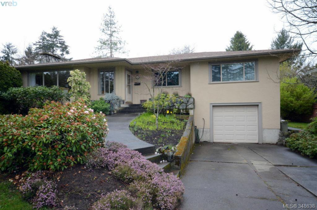 Main Photo: 3402 Henderson Rd in VICTORIA: OB Henderson House for sale (Oak Bay)  : MLS®# 696340