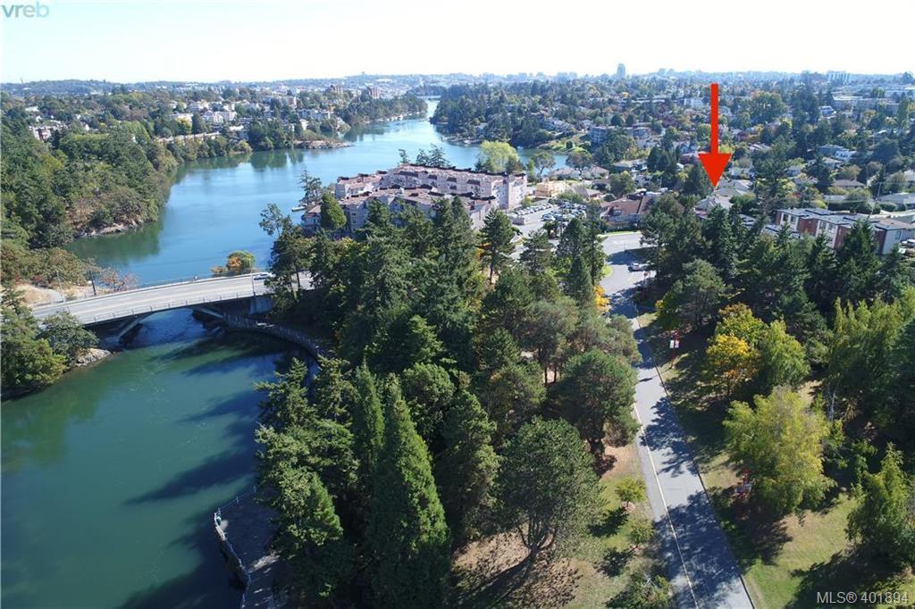 Main Photo: 1051 Tillicum Rd in VICTORIA: Es Kinsmen Park House for sale (Esquimalt)  : MLS®# 802017
