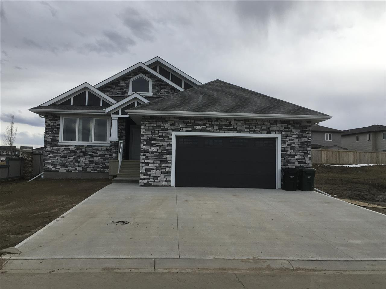 Main Photo: 95 LILAC Bay: Spruce Grove House for sale : MLS®# E4151271