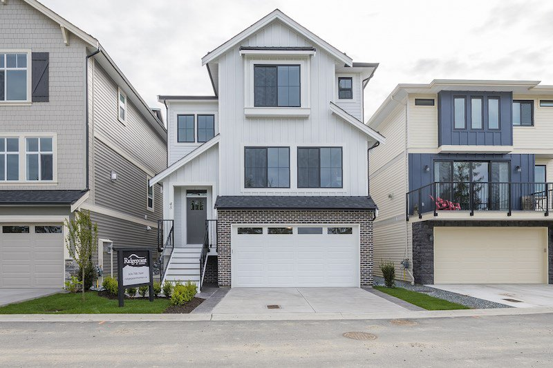 "Main Photo: 45 4295 OLD CLAYBURN Road in Abbotsford: Abbotsford East House for sale in ""Sunspring Estates"" : MLS®# R2369426"