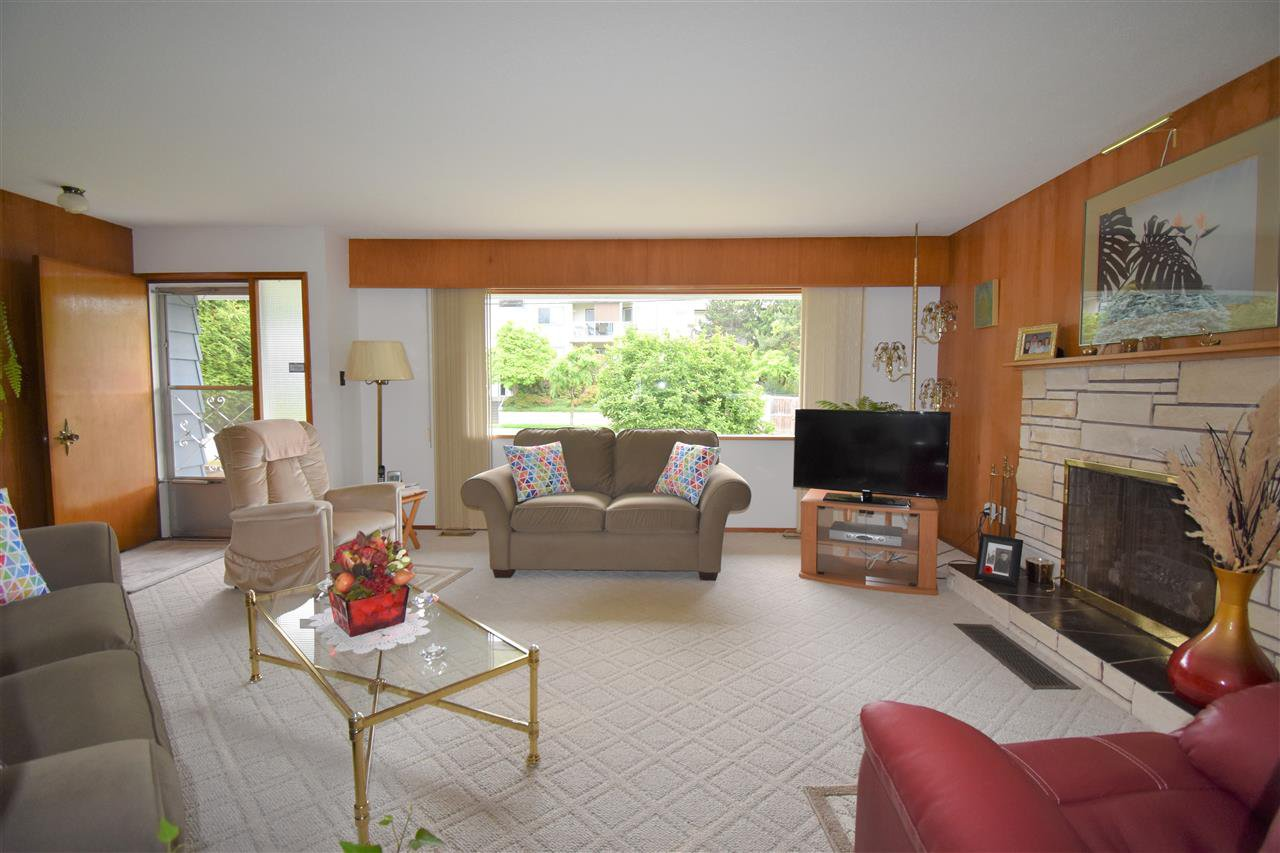 Photo 5: Photos: 7547 BRISKHAM Street in Mission: Mission BC House for sale : MLS®# R2374462