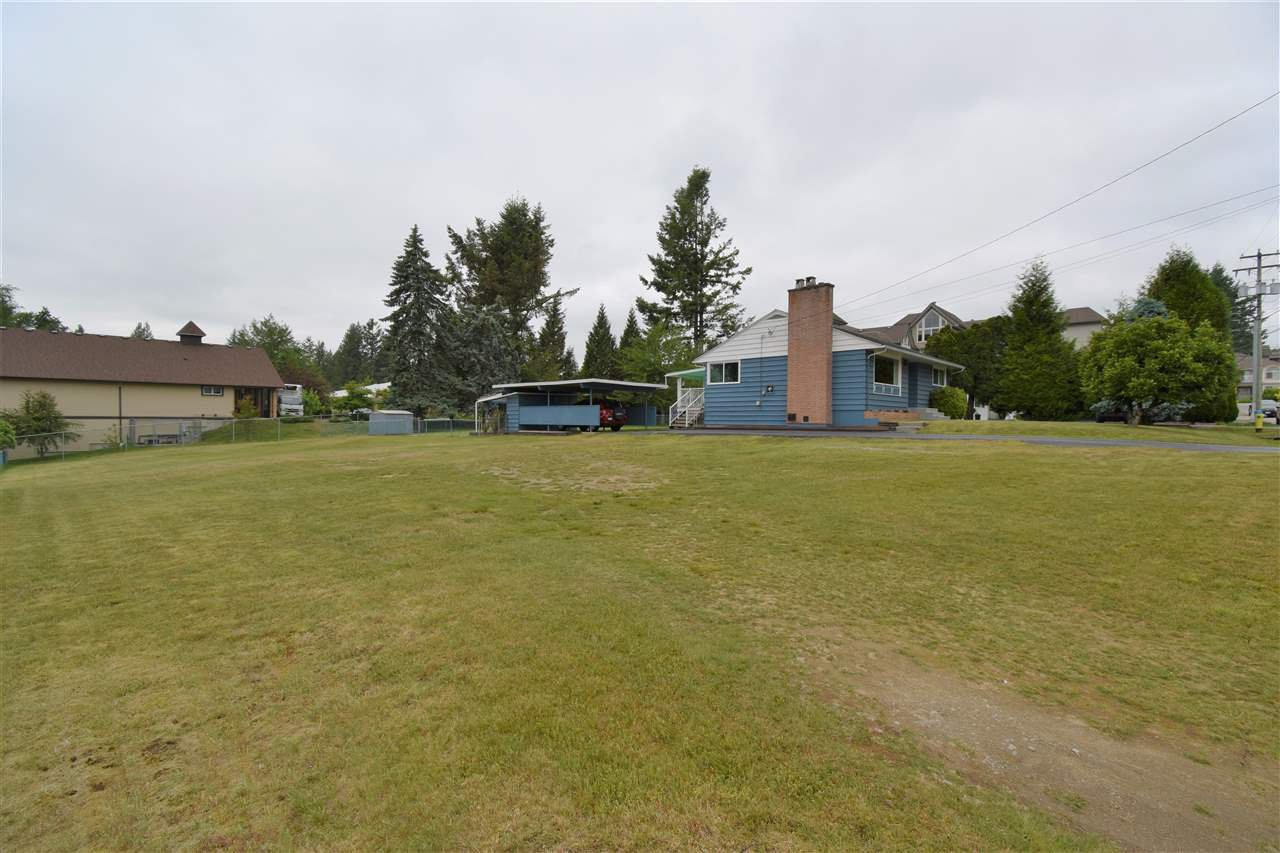 Photo 4: Photos: 7547 BRISKHAM Street in Mission: Mission BC House for sale : MLS®# R2374462