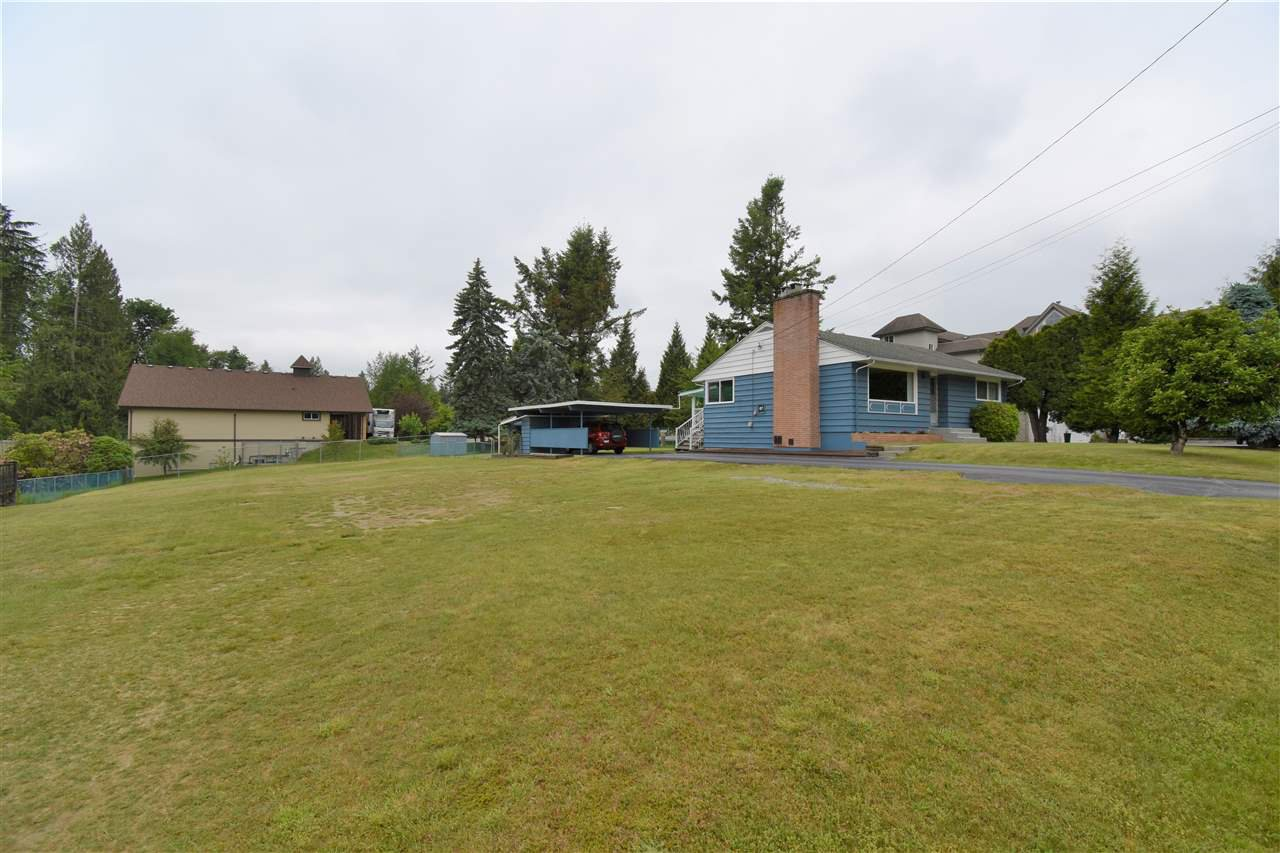 Photo 2: Photos: 7547 BRISKHAM Street in Mission: Mission BC House for sale : MLS®# R2374462