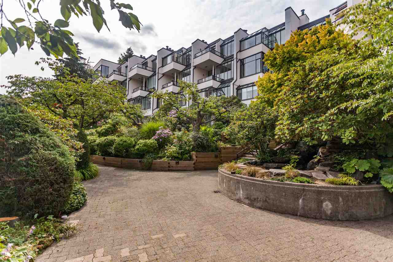 """Main Photo: 3 1201 LAMEY'S MILL Road in Vancouver: False Creek Townhouse for sale in """"Alder Bay Place"""" (Vancouver West)  : MLS®# R2401144"""