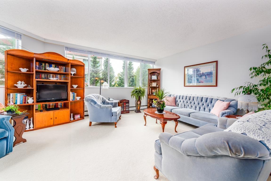 "Main Photo: 304 11881 88 Avenue in Delta: Annieville Condo for sale in ""Kennedy Towers"" (N. Delta)  : MLS®# R2408377"