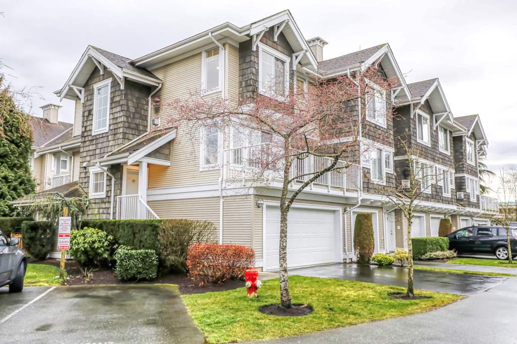 "Photo 1: Photos: 82 20760 DUNCAN Way in Langley: Langley City Townhouse for sale in ""WYNDHAM LANE"" : MLS®# R2442242"