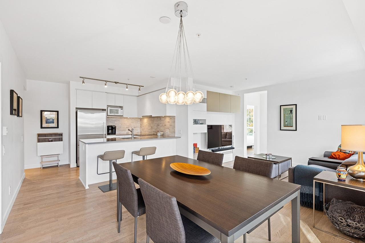 Main Photo: 212 2468 BAYSWATER Street in Vancouver: Kitsilano Condo for sale (Vancouver West)  : MLS®# R2510806