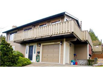 Main Photo: 3257 Jacklin Road in VICTORIA: Co Triangle Residential for sale (Colwood)  : MLS®# 305825