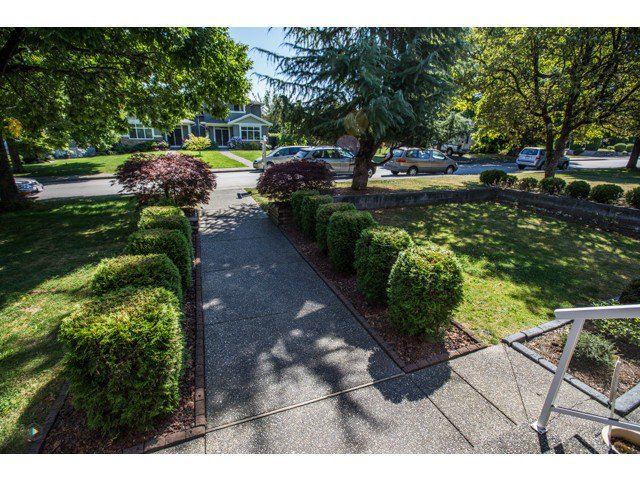 Photo 2: Photos: 6463 LAKEVIEW Avenue in Burnaby: Upper Deer Lake House for sale (Burnaby South)  : MLS®# V1084400