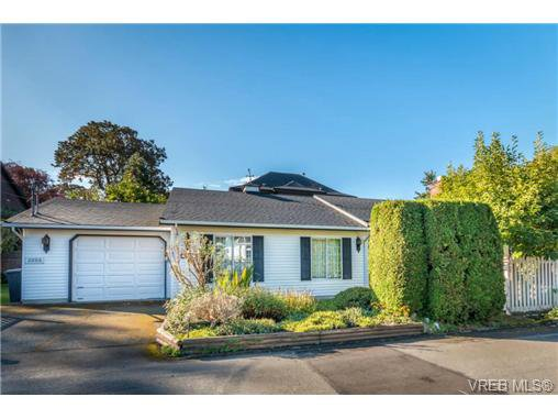 Main Photo: 2255 Woodlawn Cres in VICTORIA: OB North Oak Bay Single Family Detached for sale (Oak Bay)  : MLS®# 683981