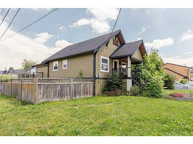 Main Photo: 9612 YOUNG Road in Chilliwack: Chilliwack N Yale-Well House for sale : MLS®# H2152114