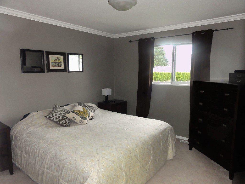 Photo 12: Photos: 17338 58A Avenue in Surrey: Cloverdale BC House for sale (Cloverdale)  : MLS®# R2050224