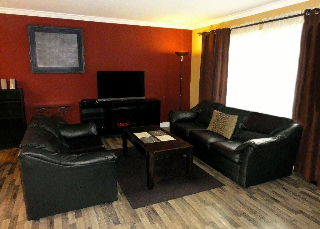Photo 3: Photos: 17338 58A Avenue in Surrey: Cloverdale BC House for sale (Cloverdale)  : MLS®# R2050224