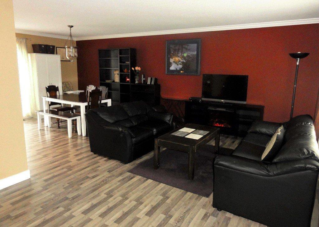 Photo 4: Photos: 17338 58A Avenue in Surrey: Cloverdale BC House for sale (Cloverdale)  : MLS®# R2050224