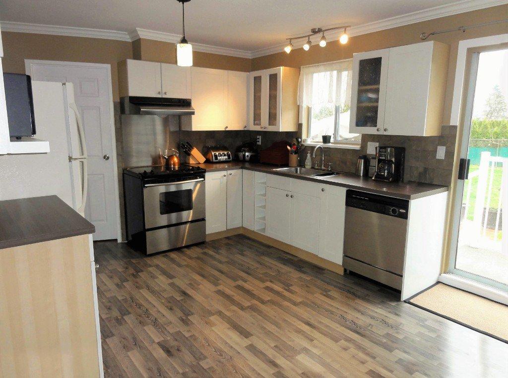 Photo 5: Photos: 17338 58A Avenue in Surrey: Cloverdale BC House for sale (Cloverdale)  : MLS®# R2050224