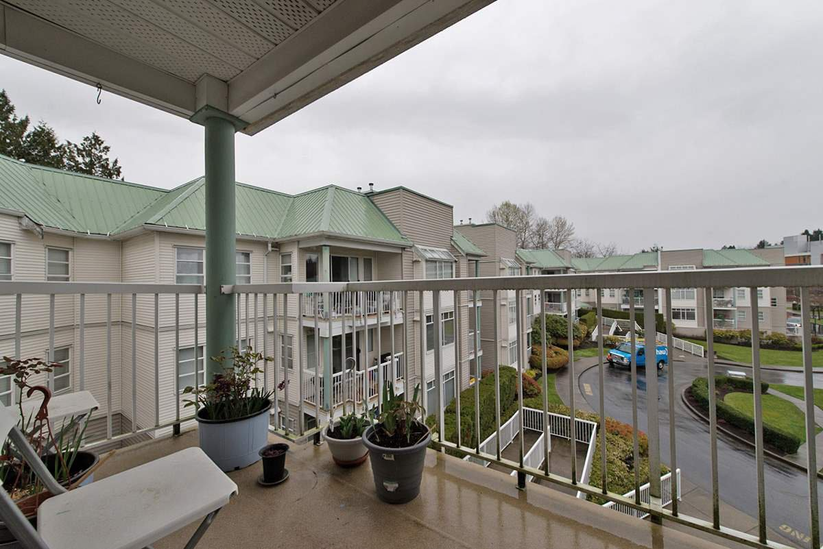 """Photo 14: Photos: 313 9765 140TH Street in Surrey: Whalley Condo for sale in """"Fraser Gate"""" (North Surrey)  : MLS®# R2091811"""