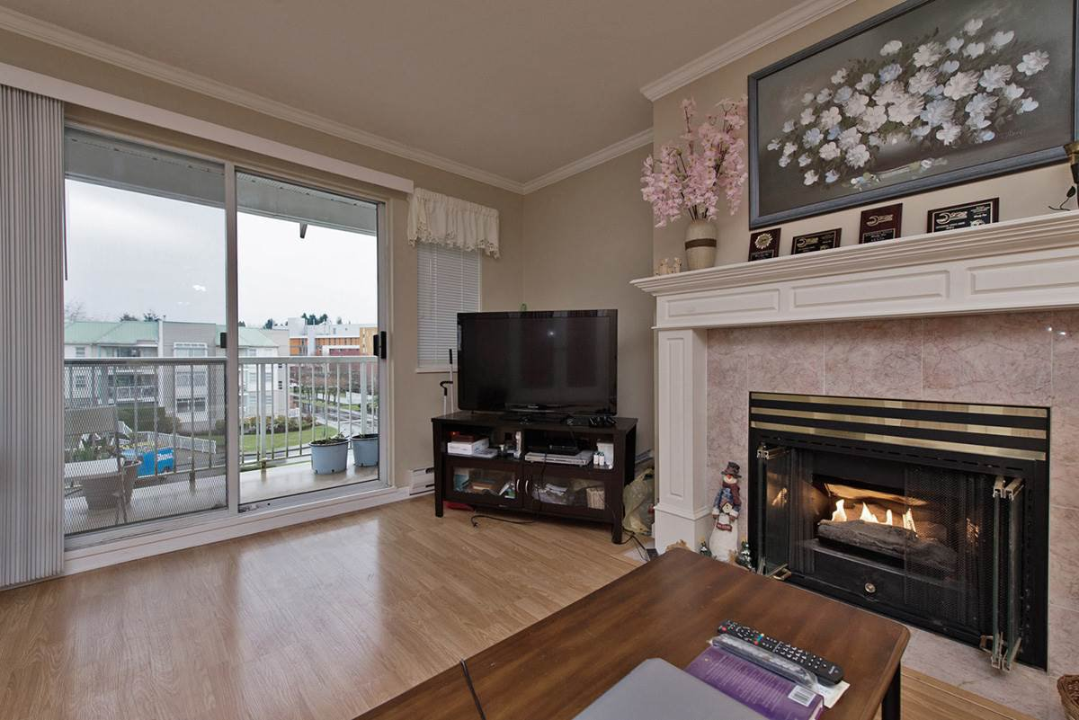 """Photo 8: Photos: 313 9765 140TH Street in Surrey: Whalley Condo for sale in """"Fraser Gate"""" (North Surrey)  : MLS®# R2091811"""