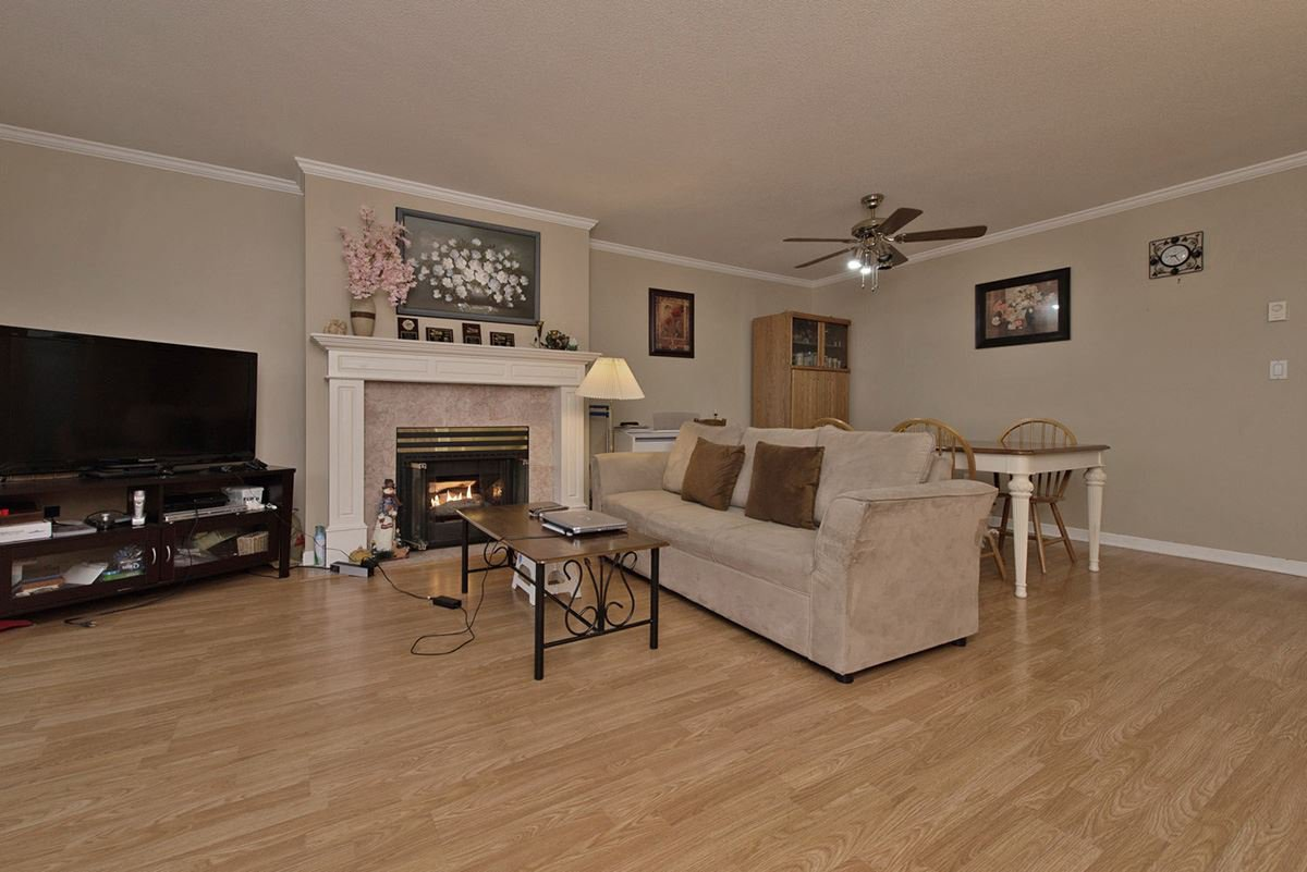 """Photo 5: Photos: 313 9765 140TH Street in Surrey: Whalley Condo for sale in """"Fraser Gate"""" (North Surrey)  : MLS®# R2091811"""