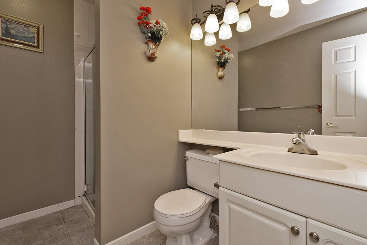 """Photo 13: Photos: 313 9765 140TH Street in Surrey: Whalley Condo for sale in """"Fraser Gate"""" (North Surrey)  : MLS®# R2091811"""