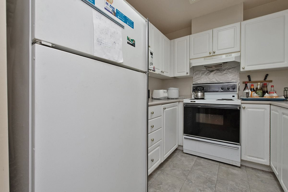 """Photo 2: Photos: 313 9765 140TH Street in Surrey: Whalley Condo for sale in """"Fraser Gate"""" (North Surrey)  : MLS®# R2091811"""