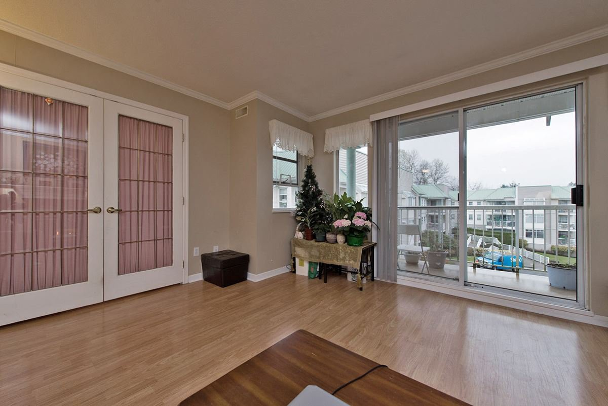 """Photo 7: Photos: 313 9765 140TH Street in Surrey: Whalley Condo for sale in """"Fraser Gate"""" (North Surrey)  : MLS®# R2091811"""