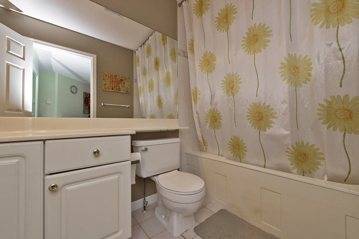 """Photo 11: Photos: 313 9765 140TH Street in Surrey: Whalley Condo for sale in """"Fraser Gate"""" (North Surrey)  : MLS®# R2091811"""