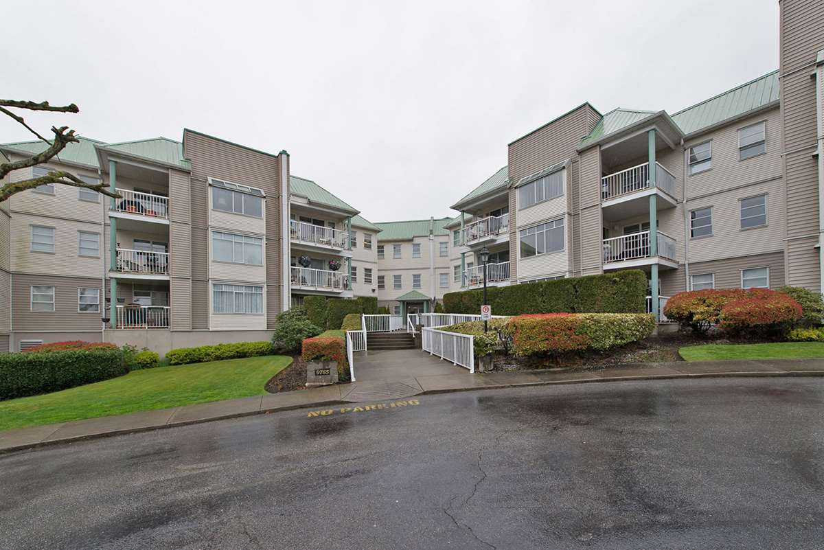 """Photo 1: Photos: 313 9765 140TH Street in Surrey: Whalley Condo for sale in """"Fraser Gate"""" (North Surrey)  : MLS®# R2091811"""