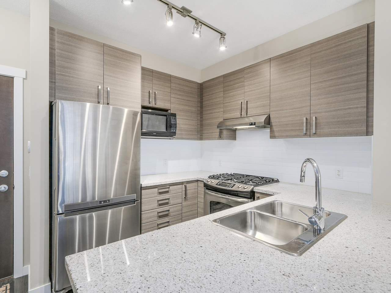 """Photo 5: Photos: 108 1150 KENSAL Place in Coquitlam: New Horizons Condo for sale in """"Windsor Gate"""" : MLS®# R2102595"""