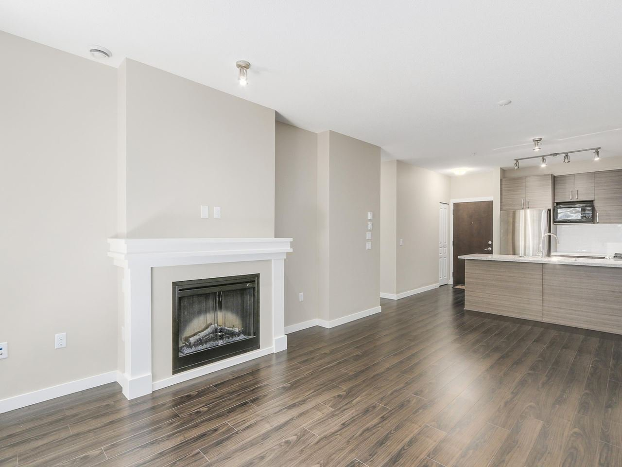 """Photo 3: Photos: 108 1150 KENSAL Place in Coquitlam: New Horizons Condo for sale in """"Windsor Gate"""" : MLS®# R2102595"""