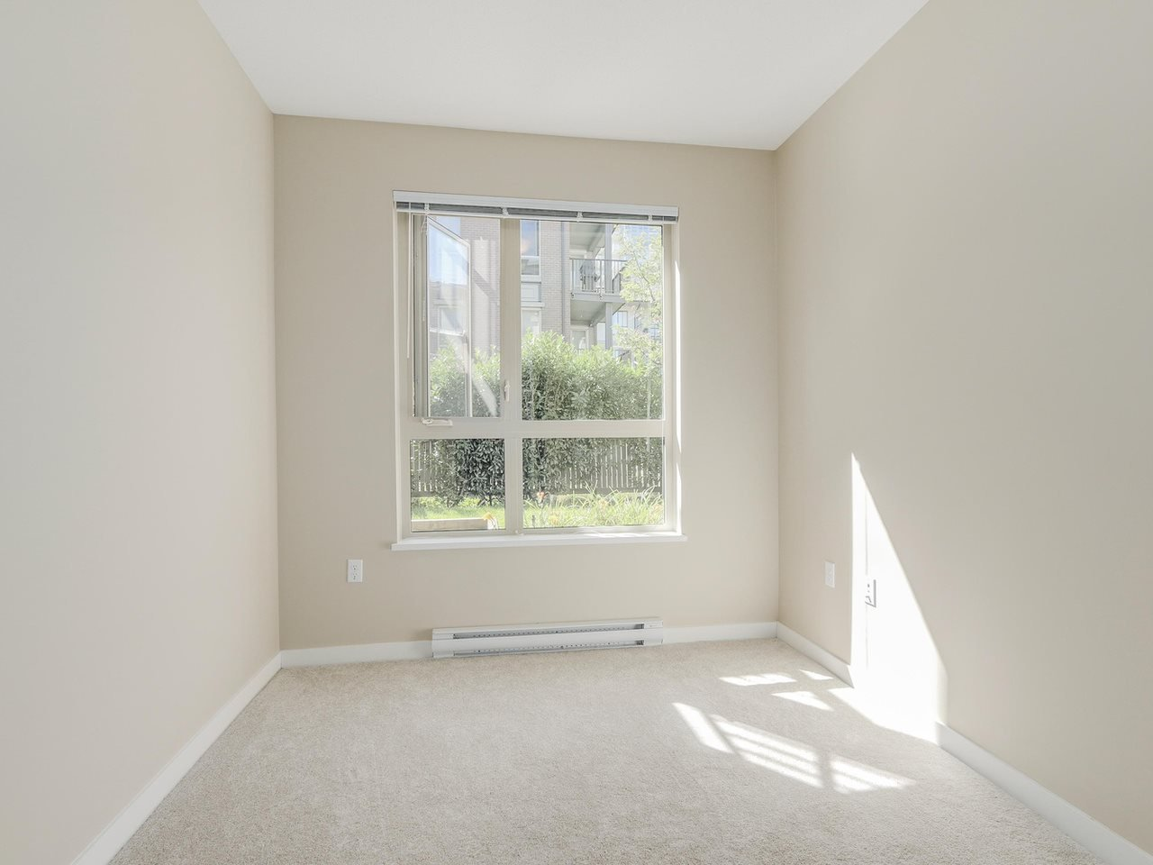 """Photo 7: Photos: 108 1150 KENSAL Place in Coquitlam: New Horizons Condo for sale in """"Windsor Gate"""" : MLS®# R2102595"""