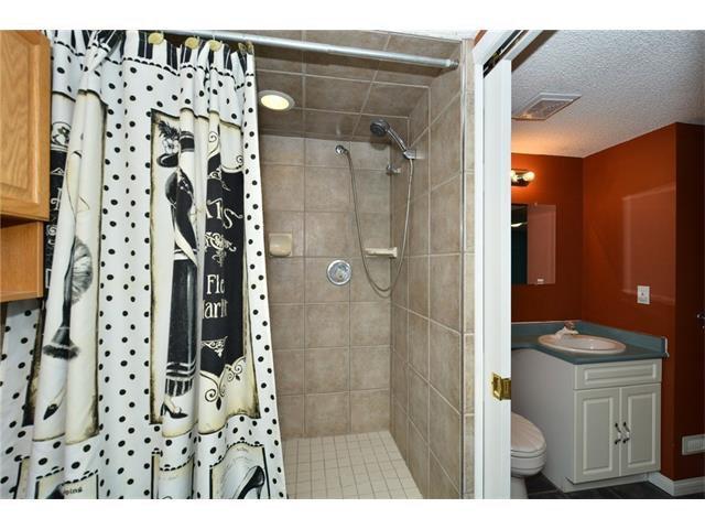 Photo 35: Photos: 16 GLENWOOD Court: Cochrane House for sale : MLS®# C4109364