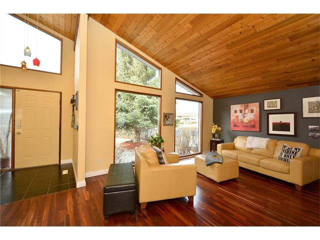 Photo 4: Photos: 16 GLENWOOD Court: Cochrane House for sale : MLS®# C4109364