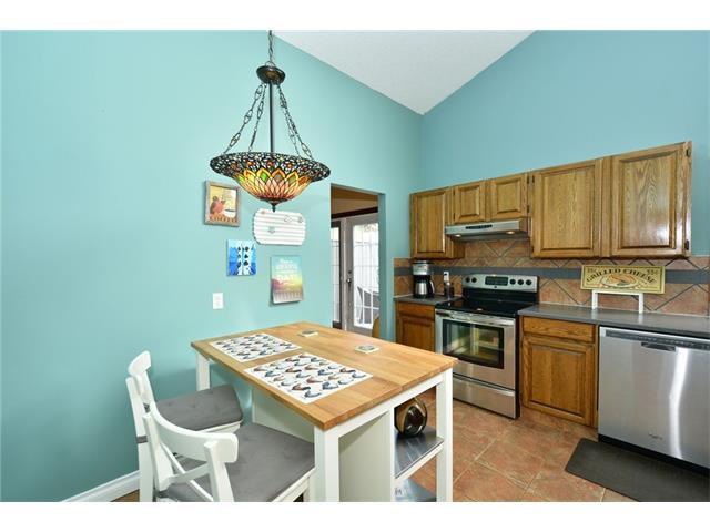 Photo 13: Photos: 16 GLENWOOD Court: Cochrane House for sale : MLS®# C4109364