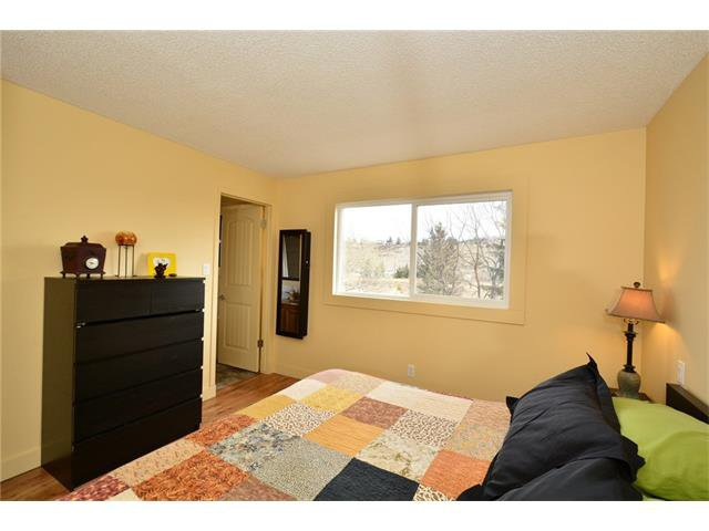 Photo 17: Photos: 16 GLENWOOD Court: Cochrane House for sale : MLS®# C4109364