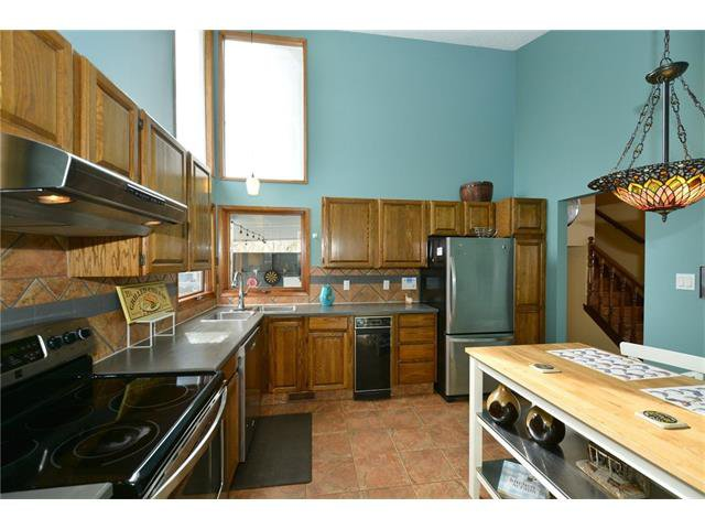 Photo 11: Photos: 16 GLENWOOD Court: Cochrane House for sale : MLS®# C4109364