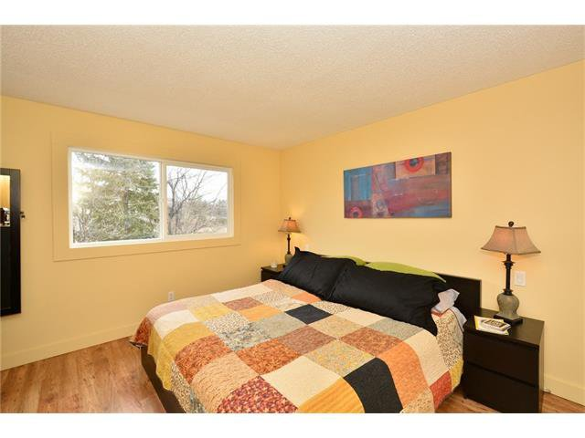 Photo 16: Photos: 16 GLENWOOD Court: Cochrane House for sale : MLS®# C4109364