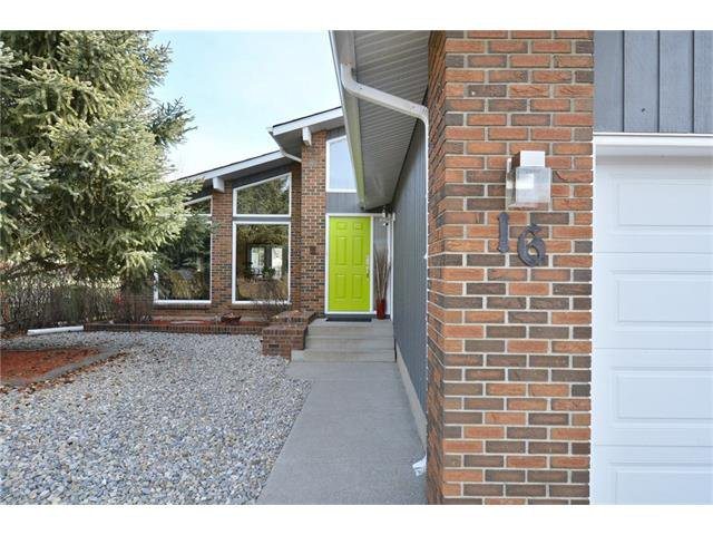 Photo 2: Photos: 16 GLENWOOD Court: Cochrane House for sale : MLS®# C4109364