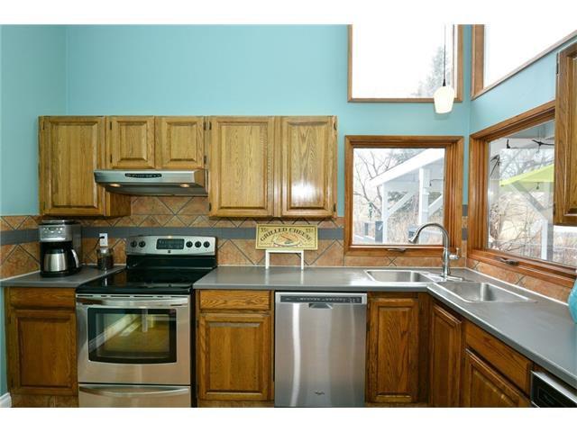 Photo 14: Photos: 16 GLENWOOD Court: Cochrane House for sale : MLS®# C4109364