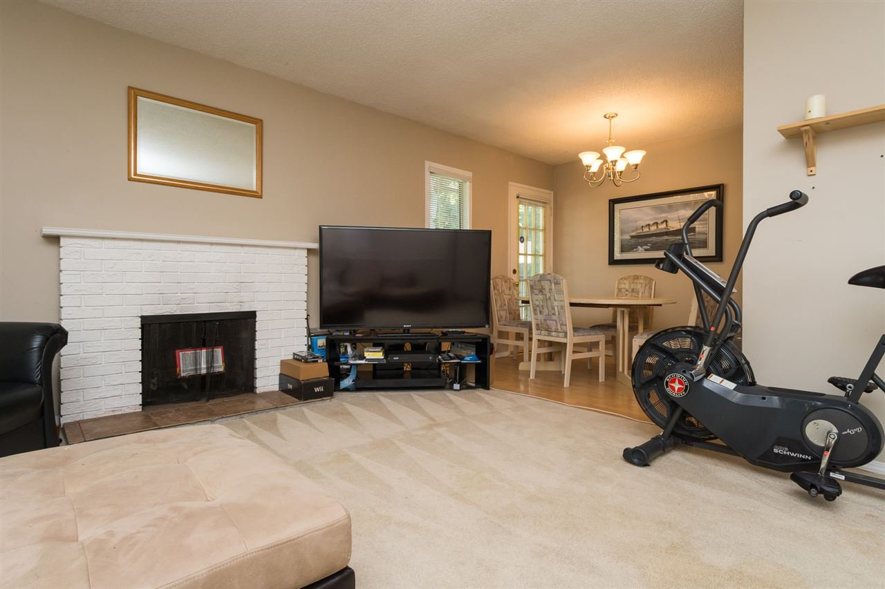 "Photo 5: Photos: 1202 10620 150 Street in Surrey: Guildford Townhouse for sale in ""Lincoln's Gate"" (North Surrey)  : MLS®# R2187176"