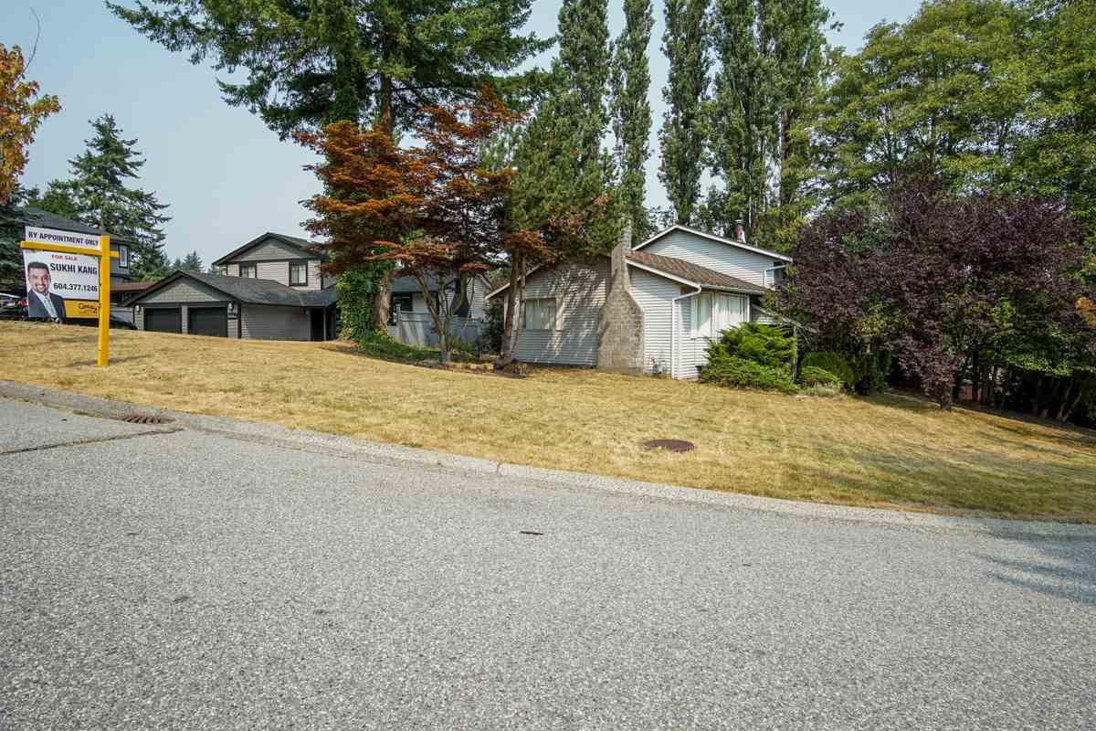 Main Photo: 7865 SUNCREST Drive in Surrey: East Newton House for sale : MLS®# R2194524