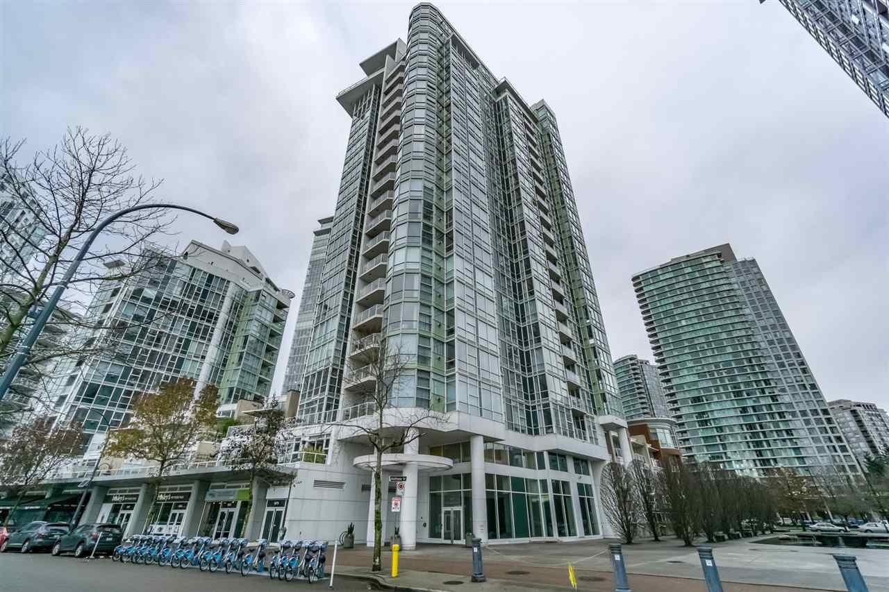 """Main Photo: 1802 1077 MARINASIDE Crescent in Vancouver: Yaletown Condo for sale in """"MARINASIDE RESORT"""" (Vancouver West)  : MLS®# R2238835"""