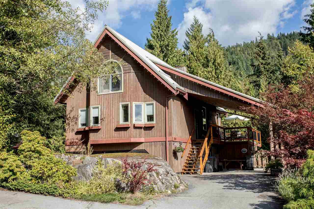 Main Photo: 1038 TOBERMORY Way in Squamish: Garibaldi Highlands House for sale : MLS®# R2244076