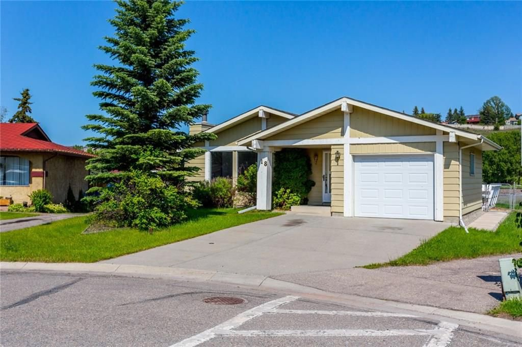 Main Photo: 18 GLENDALE Way: Cochrane House for sale : MLS®# C4195039