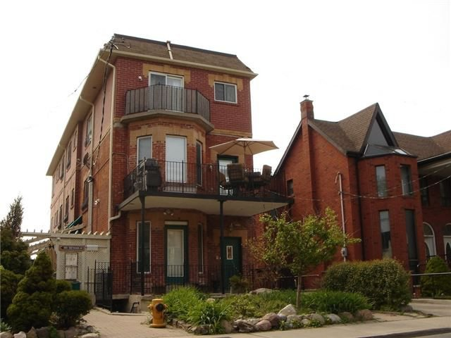 Main Photo: 1 388 Manning Avenue in Toronto: Palmerston-Little Italy House (Apartment) for lease (Toronto C01)  : MLS®# C4202261