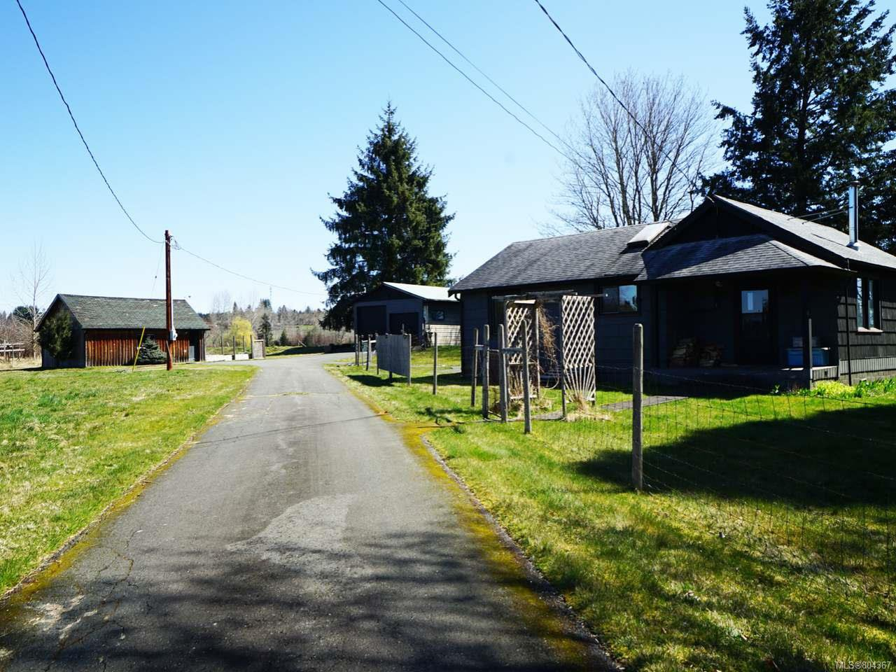 Photo 1: Photos: 5028 Headquarters Rd in COURTENAY: CV Courtenay North House for sale (Comox Valley)  : MLS®# 804367
