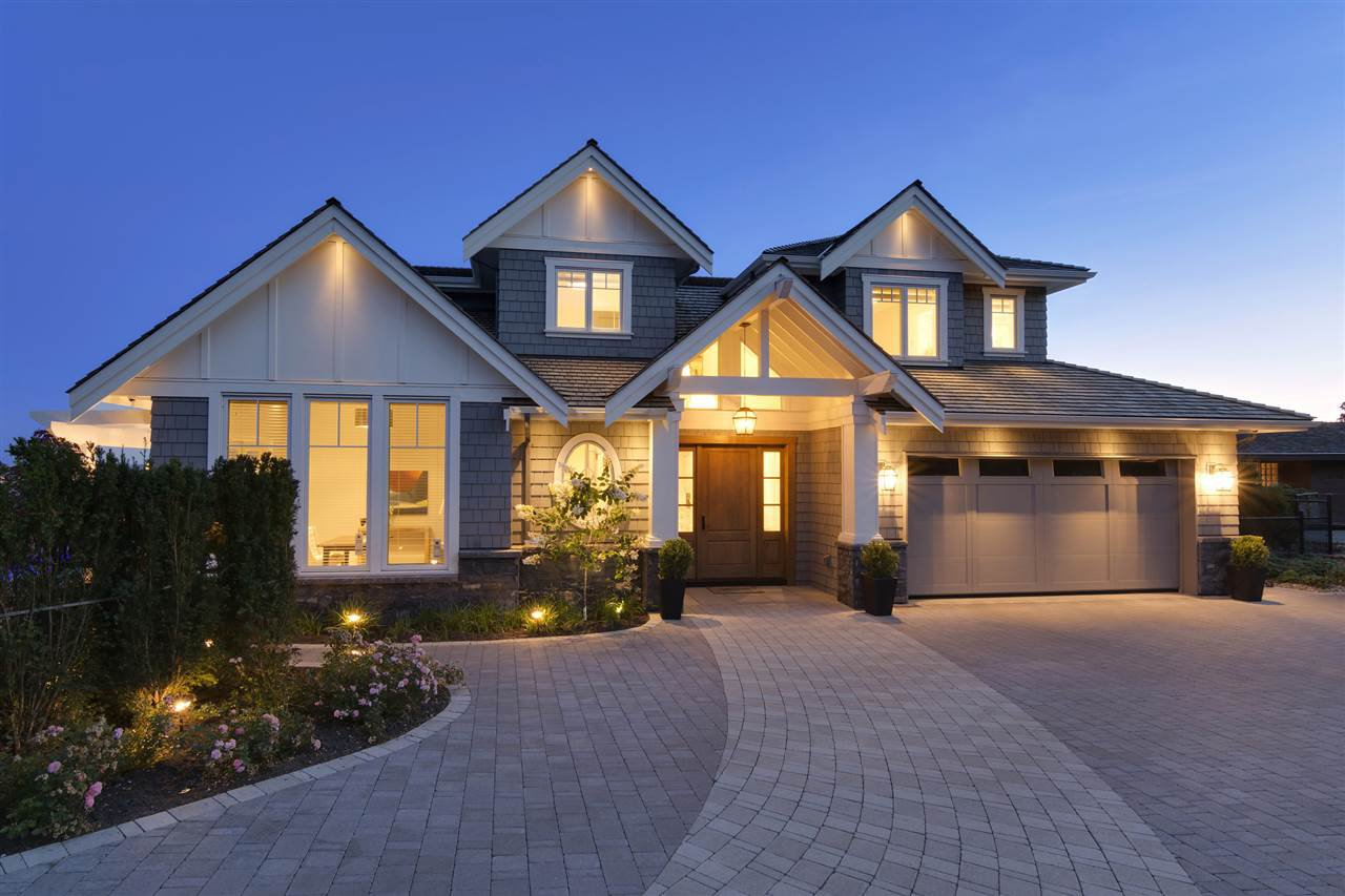 Main Photo: 4120 BURKEHILL Place in West Vancouver: Bayridge House for sale : MLS®# R2343093