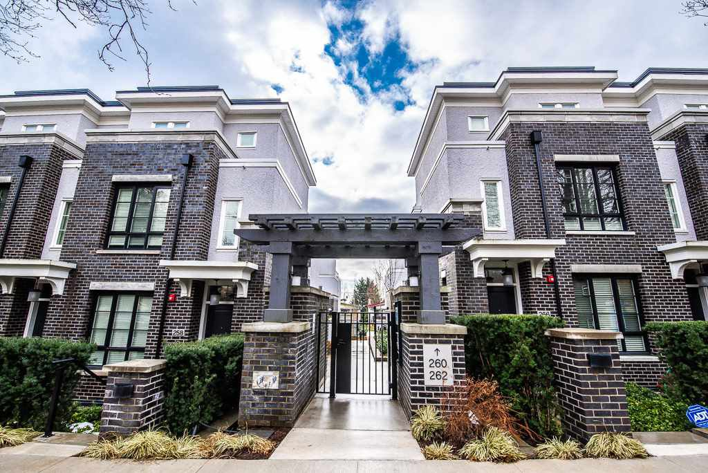 Main Photo: 12 262 W 62ND Avenue in Vancouver: Marpole Townhouse for sale (Vancouver West)  : MLS®# R2368010