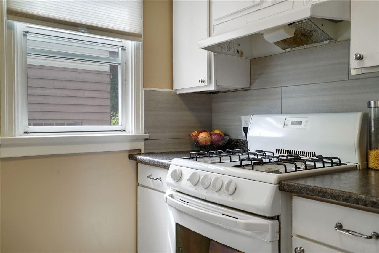 Photo 3: Photos: 12143 60 Street in Edmonton: Zone 06 House for sale : MLS®# E4164276