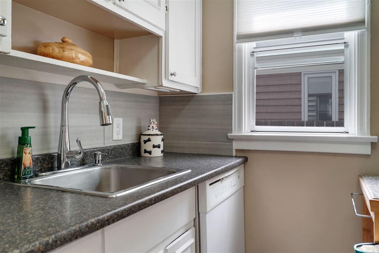 Photo 5: Photos: 12143 60 Street in Edmonton: Zone 06 House for sale : MLS®# E4164276